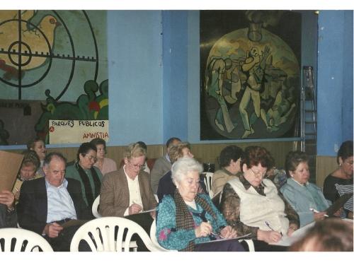 Momento durante una charla en el antiguo local de la asociación en calle río Guatizalema.